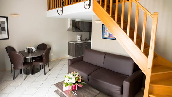 Hotel 3 étoiles avec piscine Ariane Istres suite familiale