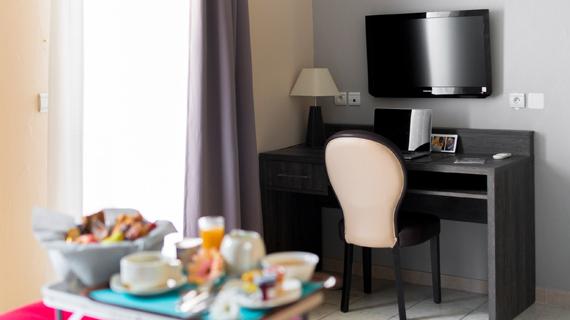 Hotel 3 étoiles avec piscine Ariane Istres suite junior